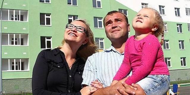 Молодой семье доступное жилье: как стать участником