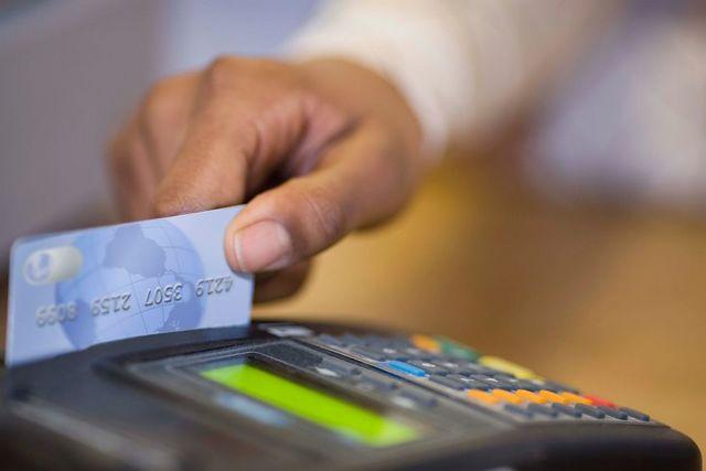 Как обналичить деньги с кредитной карты без комиссии